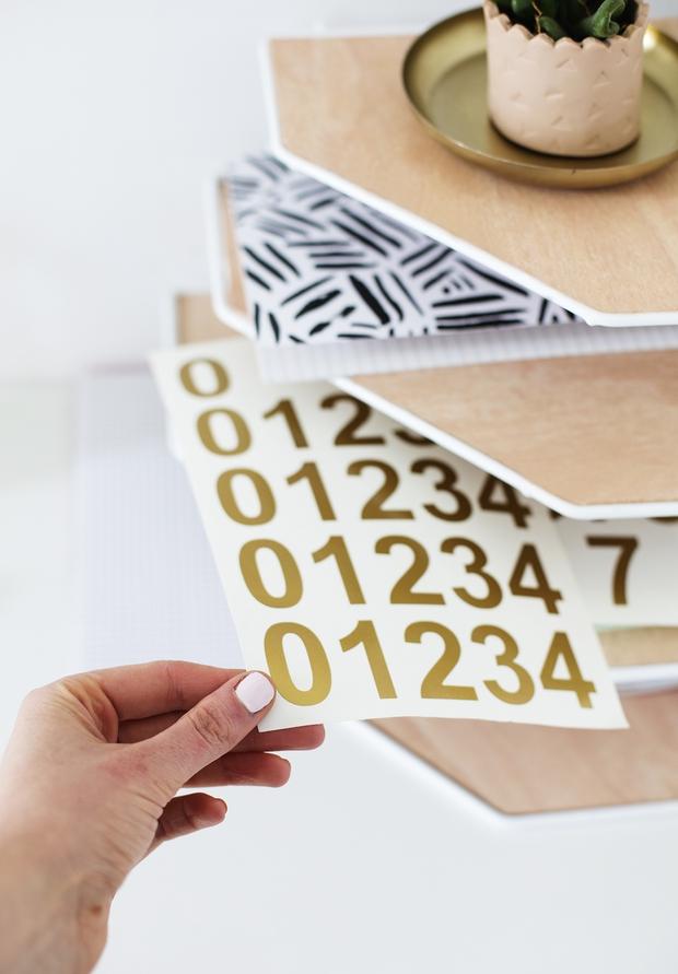 Chỉ với 4 bước biến kệ đựng đồ nhà tắm thành kệ bàn học siêu đẹp - Ảnh 9.