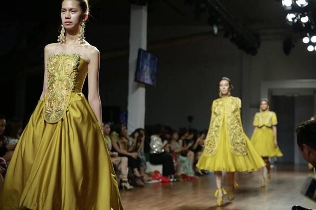 Kelbin Lei dự show diễn của NTK trứ danh đã tạo nên váy ốp-la cho Rihanna - Ảnh 8.
