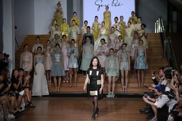 Kelbin Lei dự show diễn của NTK trứ danh đã tạo nên váy ốp-la cho Rihanna - Ảnh 14.