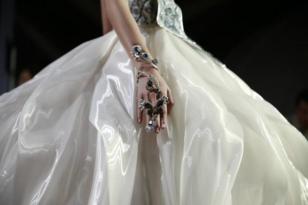 Kelbin Lei dự show diễn của NTK trứ danh đã tạo nên váy ốp-la cho Rihanna - Ảnh 11.
