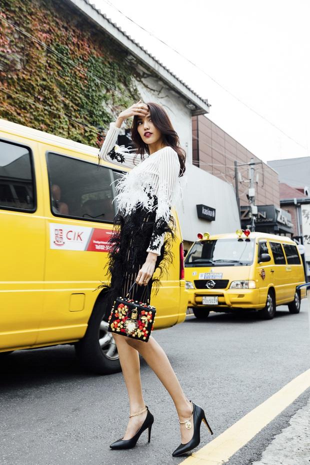 Cô trò Lan Khuê - Mai Ngô nổi nhất tuần qua với street style sành điệu trên đất Hàn - Ảnh 2.