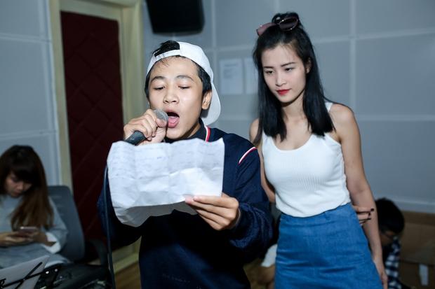 Đông Nhi ân cần bóp vai cho Ông Cao Thắng khi tập cùng team The Voice Kids - Ảnh 5.