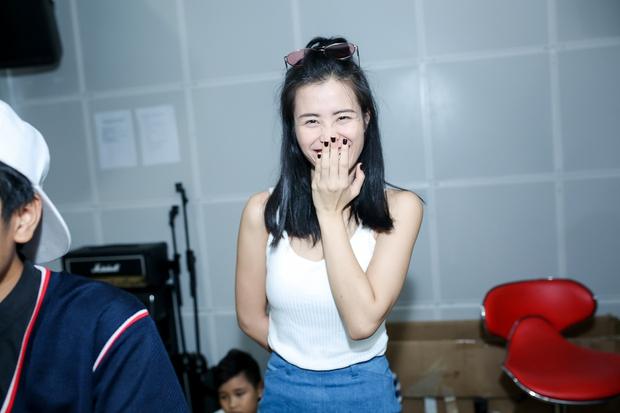 Đông Nhi ân cần bóp vai cho Ông Cao Thắng khi tập cùng team The Voice Kids - Ảnh 4.