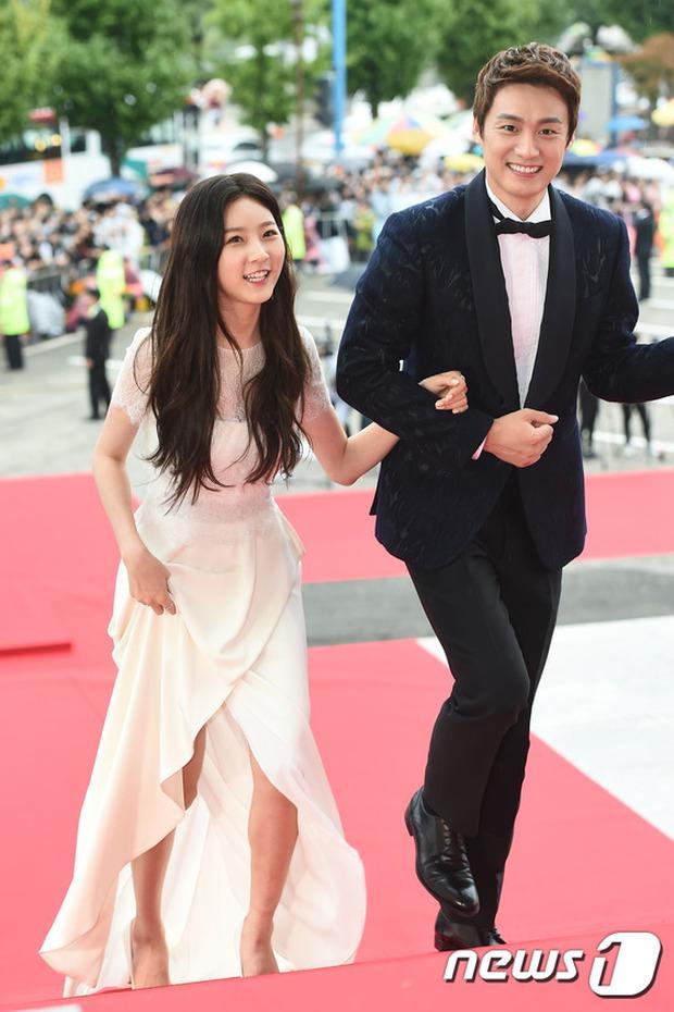 Thảm đỏ Oscar Hàn Quốc: Mỹ nhân đua nhau khoe vòng một, tân Hoa hậu - Á hậu bị chê kém sắc - Ảnh 7.