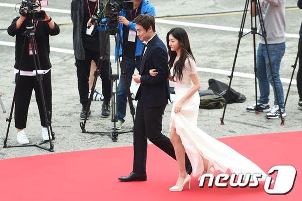 Thảm đỏ Oscar Hàn Quốc: Mỹ nhân đua nhau khoe vòng một, tân Hoa hậu - Á hậu bị chê kém sắc - Ảnh 8.