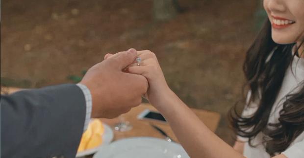 Điểm mặt dàn diễn viên toàn trai xinh gái đẹp trong MV Sau tất cả - Ảnh 36.
