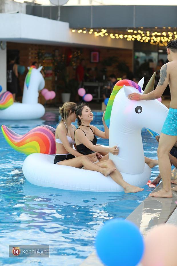 Mỗi dịp có pool party, giới trẻ Hà Nội lại được quẩy tưng bừng - Ảnh 10.
