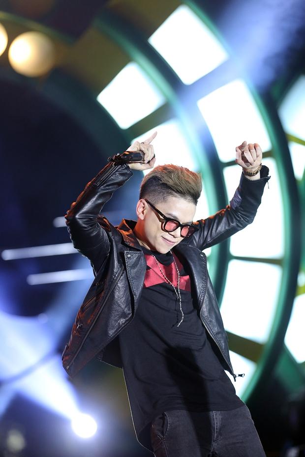 Sơn Tùng bay show vẫn diễn cực sung, Soobin Hoàng Sơn cởi phanh áo khiến fan phát cuồng - Ảnh 14.