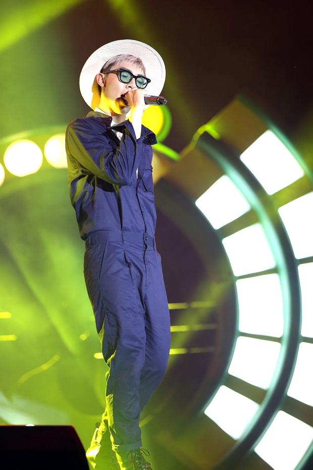 Sơn Tùng bay show vẫn diễn cực sung, Soobin Hoàng Sơn cởi phanh áo khiến fan phát cuồng - Ảnh 11.