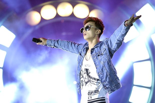 Sơn Tùng bay show vẫn diễn cực sung, Soobin Hoàng Sơn cởi phanh áo khiến fan phát cuồng - Ảnh 4.