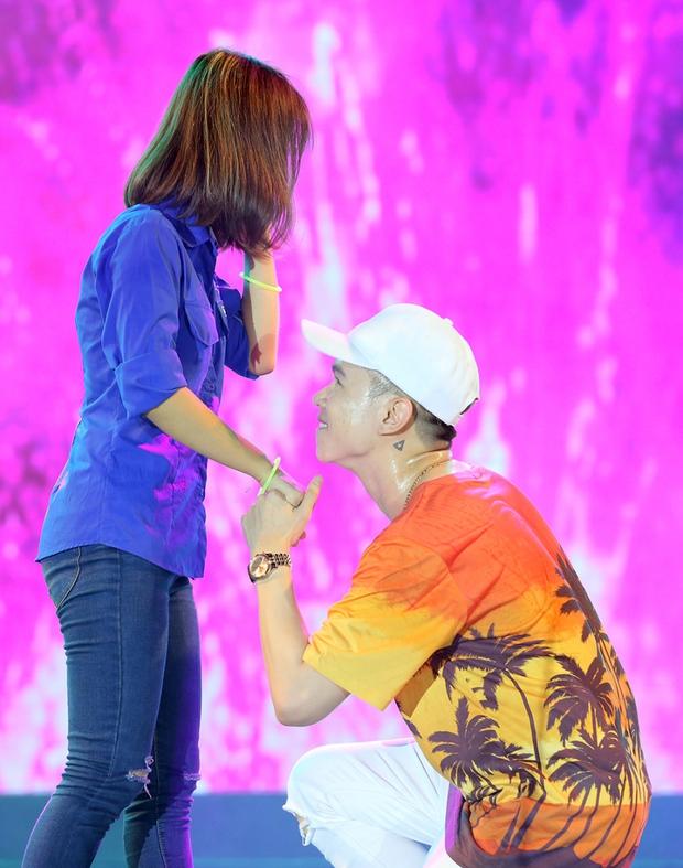 Bạn gái xinh đẹp hộ tống Phan Mạnh Quỳnh đi diễn, Sơn Tùng M-TP diện cây trắng cực chất - Ảnh 19.