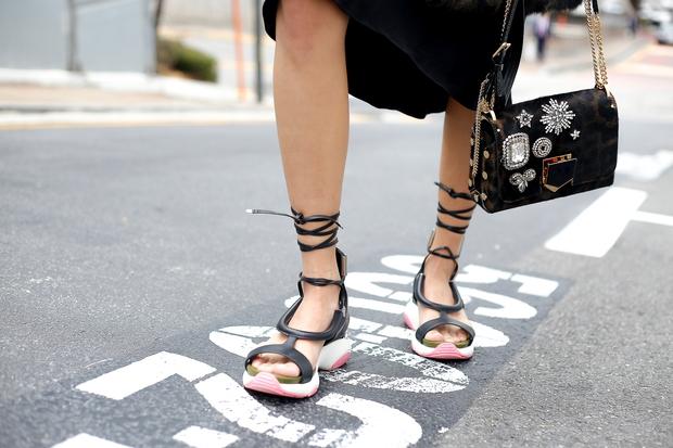 HOT: Mai Ngô & Lan Khuê nổi bần bật trên ghế khách mời tại Seoul Fashion Week - Ảnh 21.