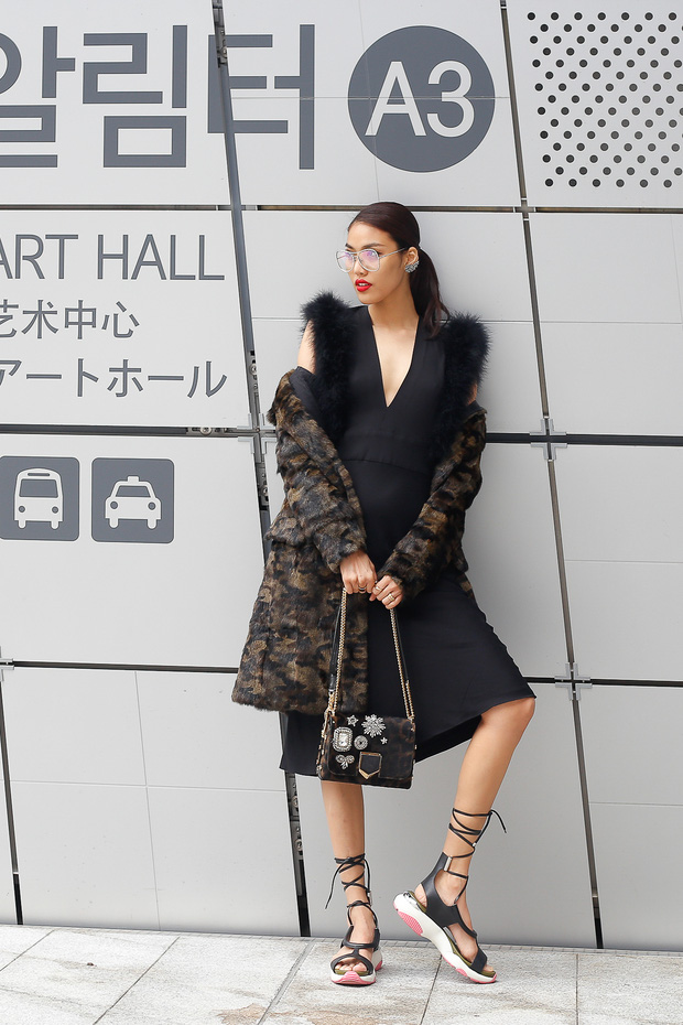 HOT: Mai Ngô & Lan Khuê nổi bần bật trên ghế khách mời tại Seoul Fashion Week - Ảnh 13.