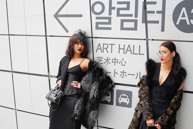 HOT: Mai Ngô & Lan Khuê nổi bần bật trên ghế khách mời tại Seoul Fashion Week - Ảnh 9.
