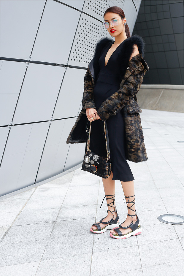 HOT: Mai Ngô & Lan Khuê nổi bần bật trên ghế khách mời tại Seoul Fashion Week - Ảnh 14.
