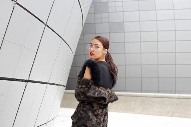 HOT: Mai Ngô & Lan Khuê nổi bần bật trên ghế khách mời tại Seoul Fashion Week - Ảnh 17.