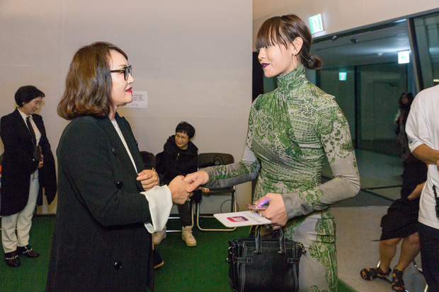 HOT: Mai Ngô & Lan Khuê nổi bần bật trên ghế khách mời tại Seoul Fashion Week - Ảnh 3.