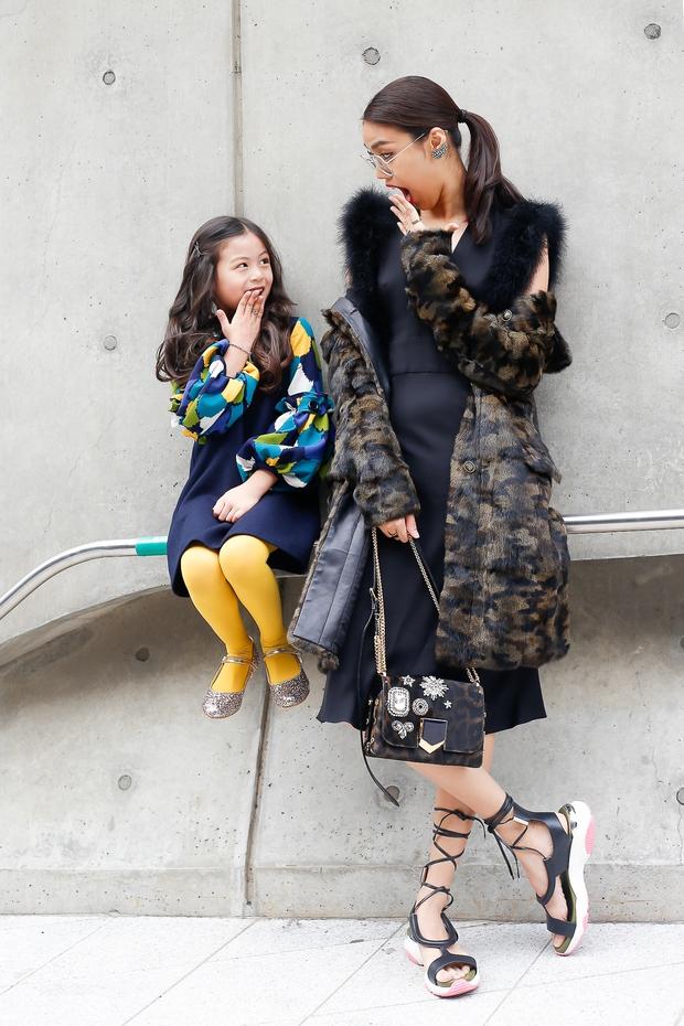HOT: Mai Ngô & Lan Khuê nổi bần bật trên ghế khách mời tại Seoul Fashion Week - Ảnh 18.