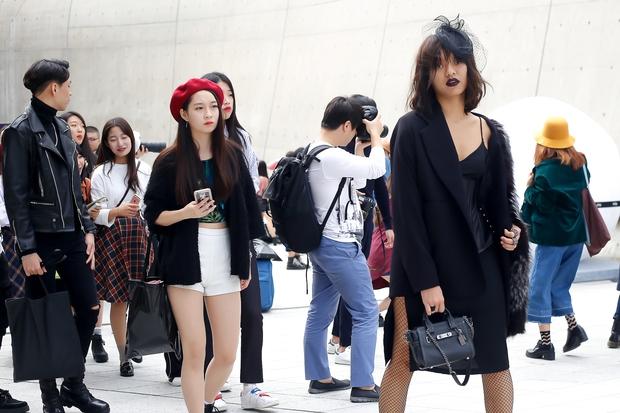 HOT: Mai Ngô & Lan Khuê nổi bần bật trên ghế khách mời tại Seoul Fashion Week - Ảnh 26.