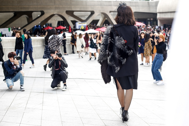 HOT: Mai Ngô & Lan Khuê nổi bần bật trên ghế khách mời tại Seoul Fashion Week - Ảnh 27.