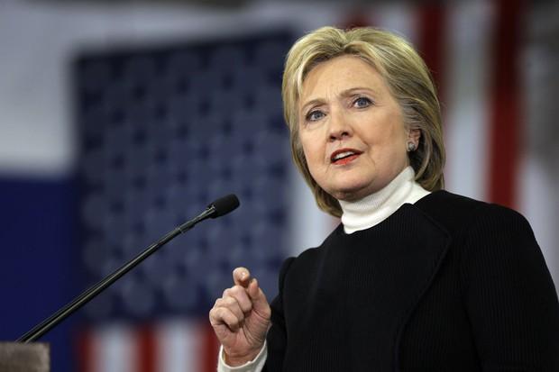 Nếu trở thành tổng thống Mỹ, Hillary Clinton sẽ cấp thẻ xanh cho du học sinh - Ảnh 2.