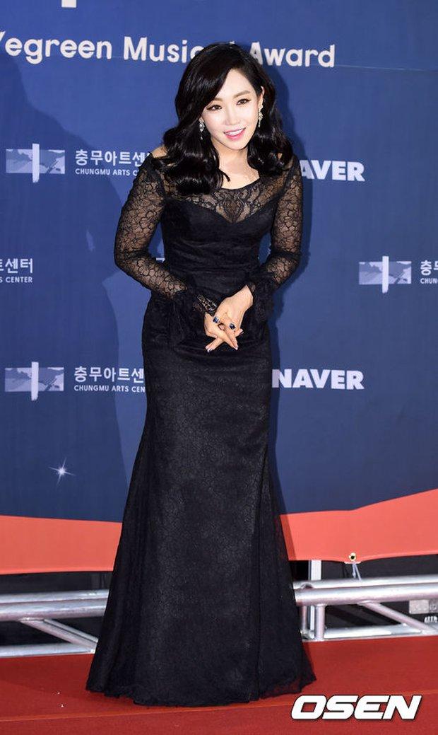 Seohyun (SNSD) đọ sắc nóng bỏng cùng đàn chị, Junsu bị chê vì tóc xù mì trên thảm đỏ nhạc kịch - Ảnh 12.