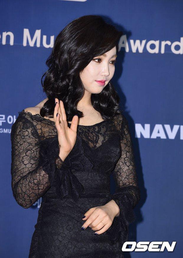 Seohyun (SNSD) đọ sắc nóng bỏng cùng đàn chị, Junsu bị chê vì tóc xù mì trên thảm đỏ nhạc kịch - Ảnh 13.
