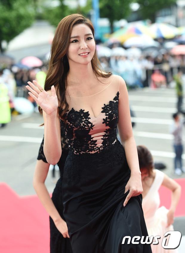Thảm đỏ Oscar Hàn Quốc: Mỹ nhân đua nhau khoe vòng một, tân Hoa hậu - Á hậu bị chê kém sắc - Ảnh 13.