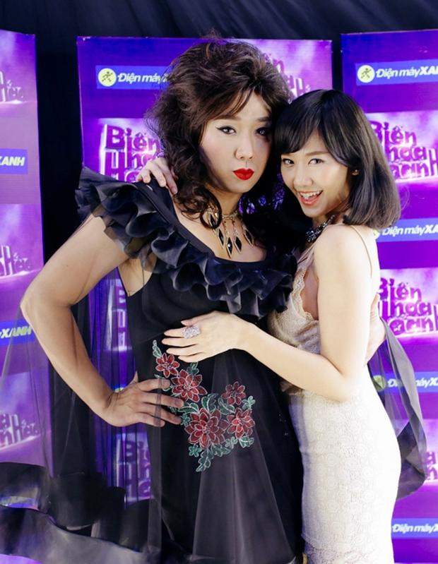 Hari Won đóng giả Bích Phương, Trấn Thành giả gái bên người yêu - Ảnh 1.