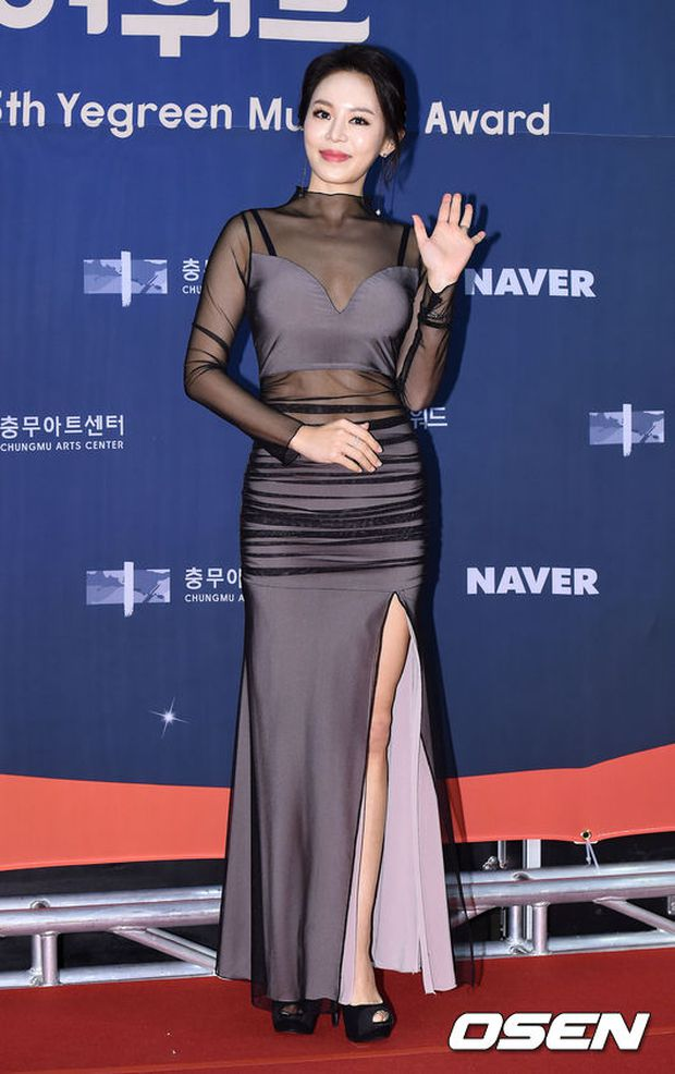 Seohyun (SNSD) đọ sắc nóng bỏng cùng đàn chị, Junsu bị chê vì tóc xù mì trên thảm đỏ nhạc kịch - Ảnh 15.