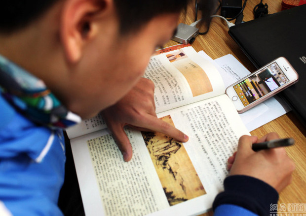 Trung Quốc: Giáo viên livestream dạy học cho học sinh ở nhà vì môi trường quá ô nhiễm - Ảnh 4.