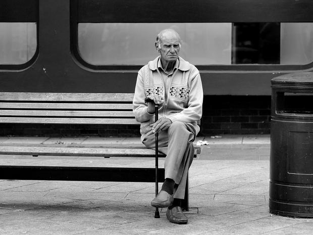 Hãy ở bên người thân nhiều hơn, vì sự cô đơn có thể giết chết họ - Ảnh 3.