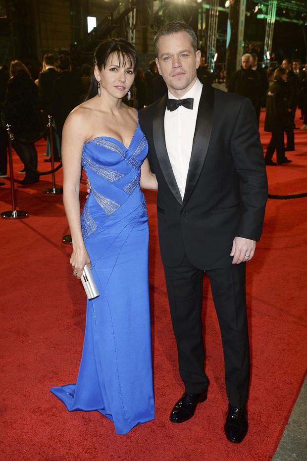 Loạt mỹ nhân Hollywood diện váy trễ nải khoe vòng 1 trên thảm đỏ Oscar Anh Quốc - Ảnh 4.