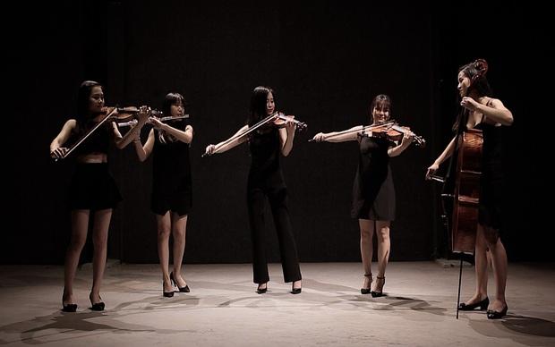 Sốt với 5 cô gái Maius Lady cover nhạc phim Hậu duệ mặt trời theo phong cách giao hưởng - Ảnh 2.