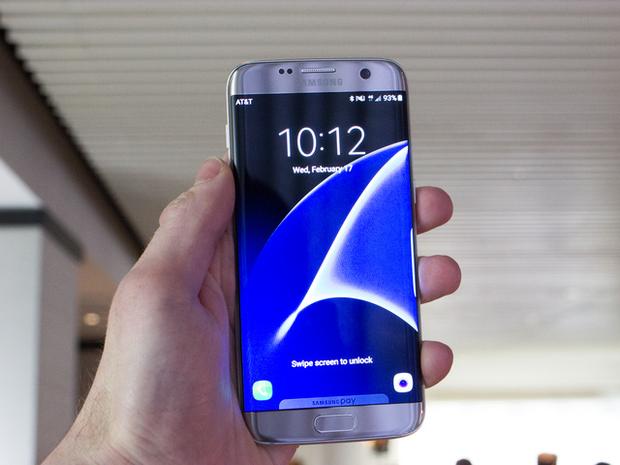 Màn hình tuyệt đẹp của Galaxy S7 khiến Apple không thể ngồi yên - Ảnh 1.