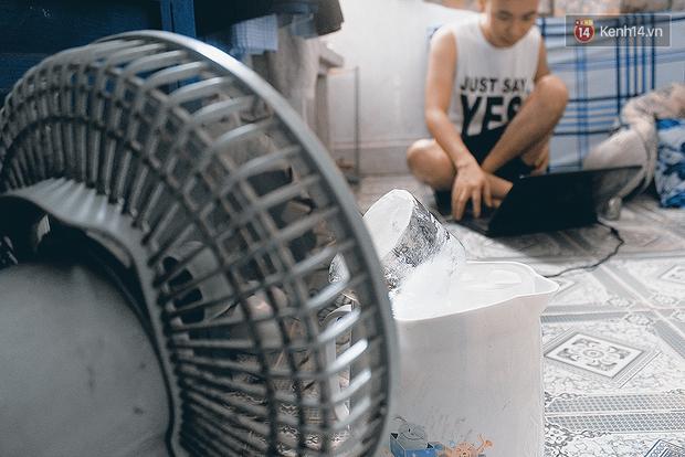 Sài Gòn nóng như đổ lửa, phòng trọ sinh viên biến thành lò luyện đơn - Ảnh 3.
