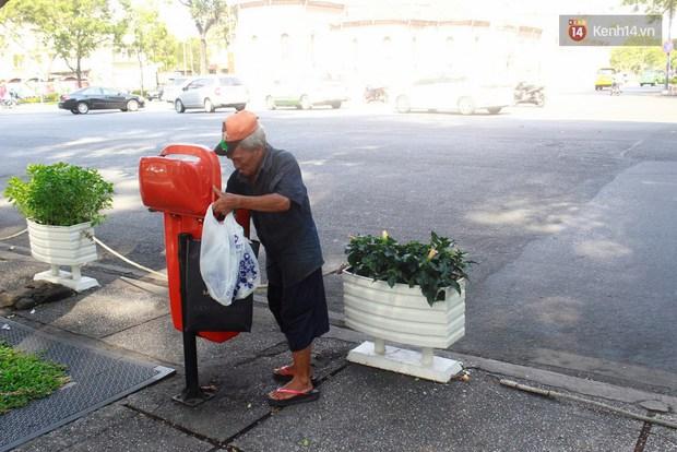 Trên phố Sài Gòn, lặng người nhìn ông cụ uống ly cà phê thừa lấy ra từ thùng rác... - Ảnh 2.