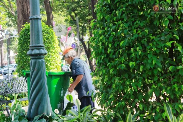 Trên phố Sài Gòn, lặng người nhìn ông cụ uống ly cà phê thừa lấy ra từ thùng rác... - Ảnh 4.