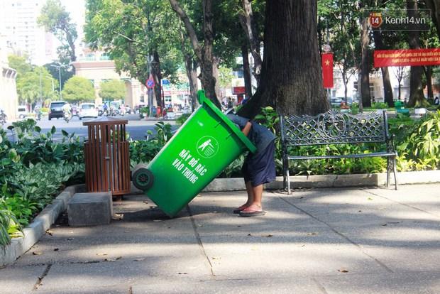 Trên phố Sài Gòn, lặng người nhìn ông cụ uống ly cà phê thừa lấy ra từ thùng rác... - Ảnh 5.