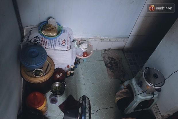 Vợ Việt chồng Tây hơn 20 năm lang thang Sài Gòn, bán vé số nuôi con trai thiểu năng - Ảnh 7.