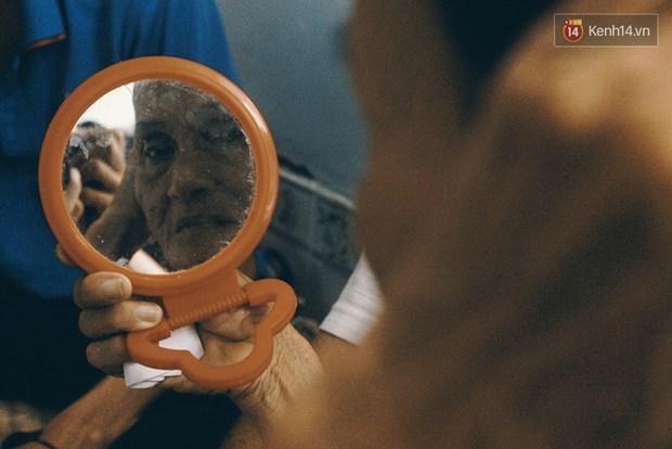 Vợ Việt chồng Tây hơn 20 năm lang thang Sài Gòn, bán vé số nuôi con trai thiểu năng - Ảnh 11.