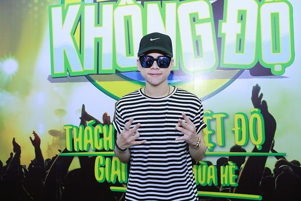 Sơn Tùng M-TP, Soobin Hoàng Sơn ăn vội bánh ngọt cứu đói trước đêm nhạc sinh viên - Ảnh 16.