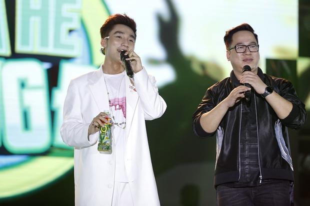 Bạn gái xinh đẹp hộ tống Phan Mạnh Quỳnh đi diễn, Sơn Tùng M-TP diện cây trắng cực chất - Ảnh 10.