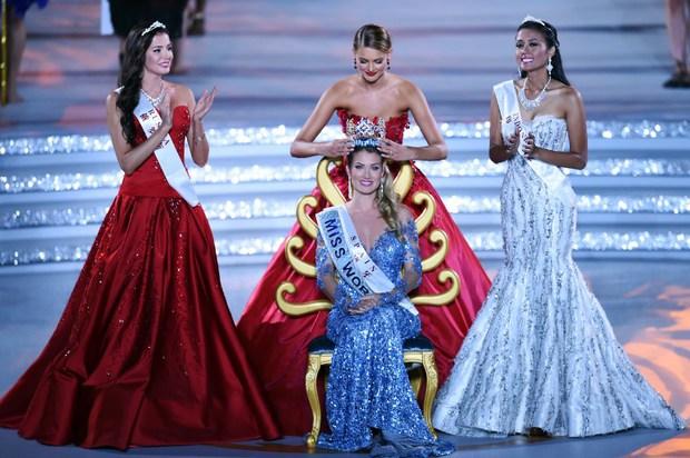 Hoa hậu thế giới 2015 phủ nhận chuyện hẹn hò với Neymar - Ảnh 3.