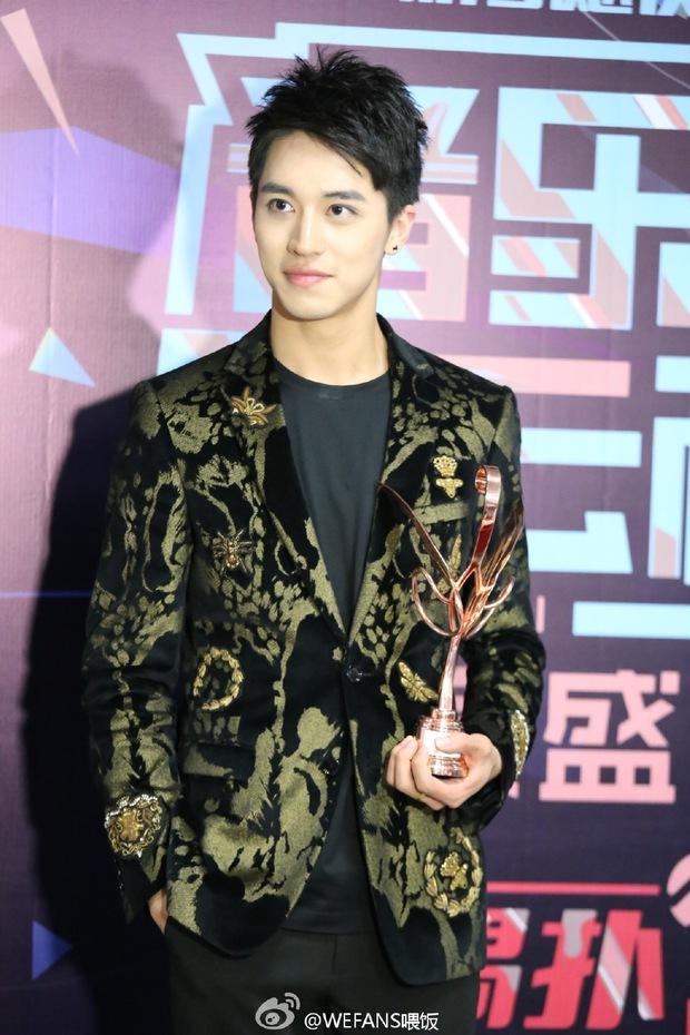 Dàn sao hot nhất Hoa - Hàn hội ngộ tại thảm xanh Chinese Top Music Awards - Ảnh 22.