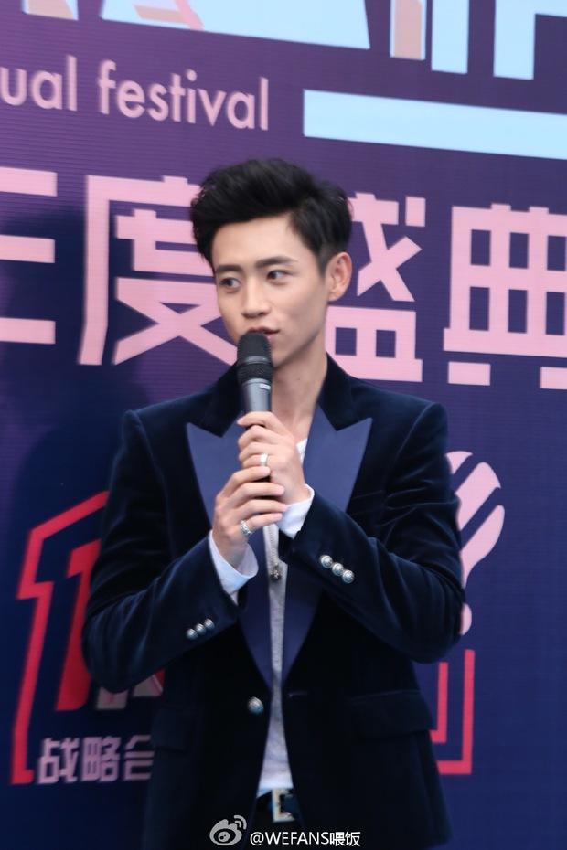 Dàn sao hot nhất Hoa - Hàn hội ngộ tại thảm xanh Chinese Top Music Awards - Ảnh 12.