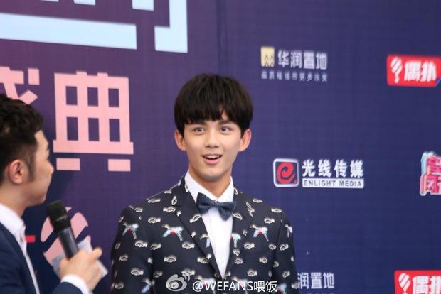 Dàn sao hot nhất Hoa - Hàn hội ngộ tại thảm xanh Chinese Top Music Awards - Ảnh 17.