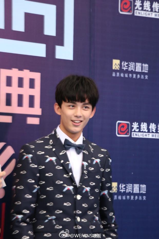 Dàn sao hot nhất Hoa - Hàn hội ngộ tại thảm xanh Chinese Top Music Awards - Ảnh 18.