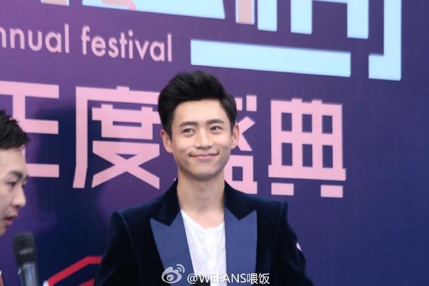 Dàn sao hot nhất Hoa - Hàn hội ngộ tại thảm xanh Chinese Top Music Awards - Ảnh 11.