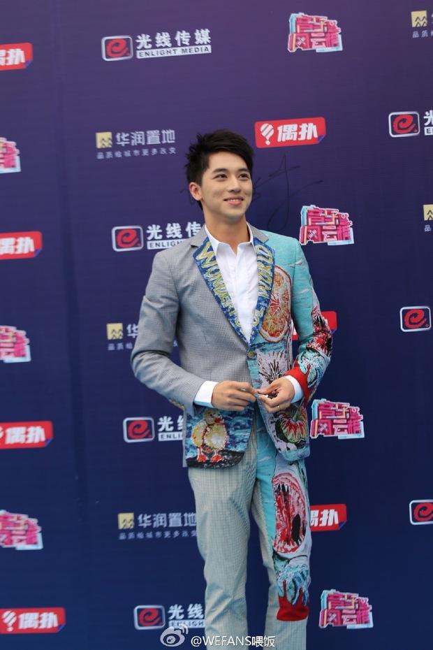 Dàn sao hot nhất Hoa - Hàn hội ngộ tại thảm xanh Chinese Top Music Awards - Ảnh 1.